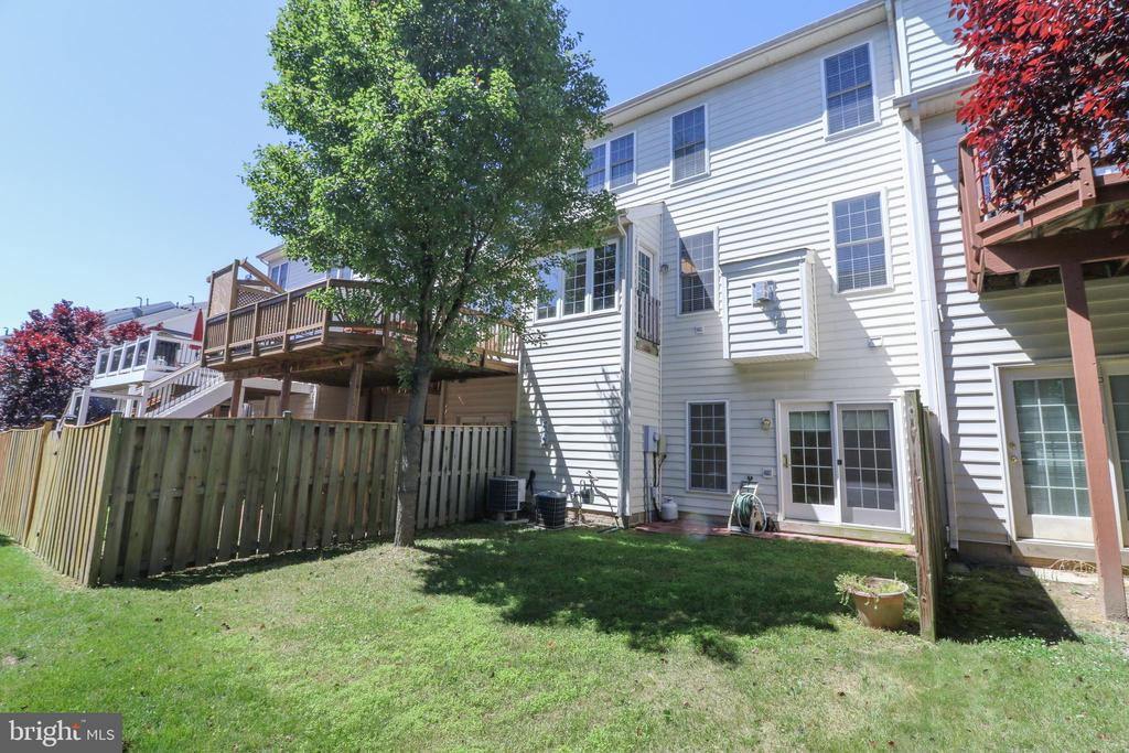 Rear view of the town home - 25236 WHIPPOORWILL TER, CHANTILLY