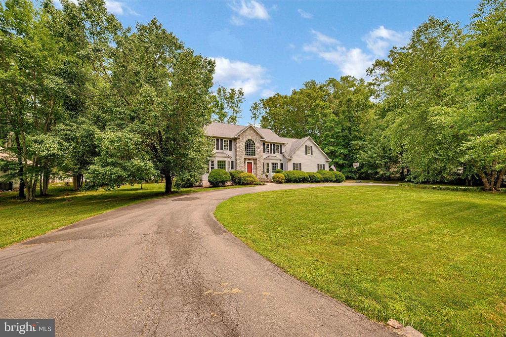 Stately entrance - 109 ASHLAWN CT, LOCUST GROVE