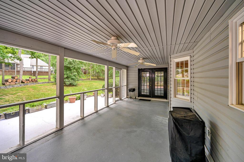 The screen porch just adds to the living space - 109 ASHLAWN CT, LOCUST GROVE