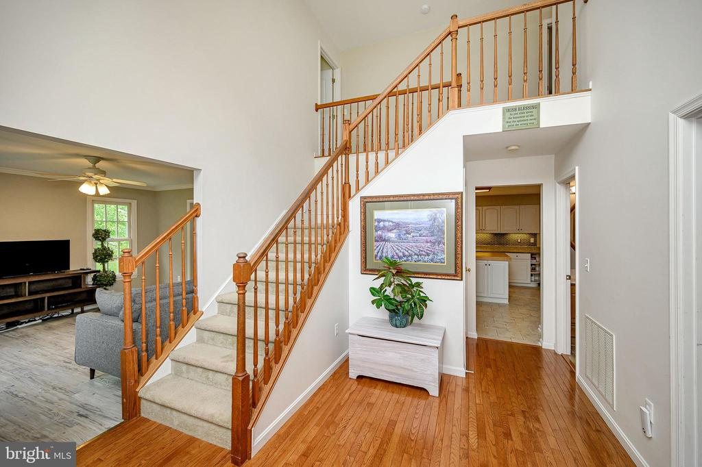 Grand two story foyer - 109 ASHLAWN CT, LOCUST GROVE