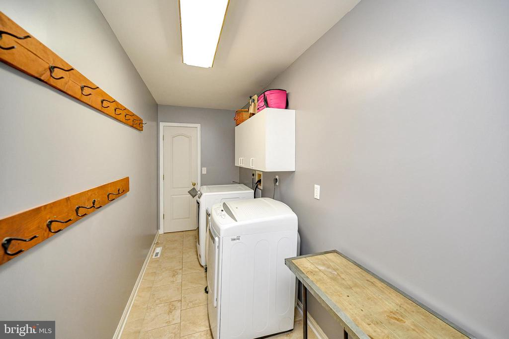 Large laundry room - 109 ASHLAWN CT, LOCUST GROVE