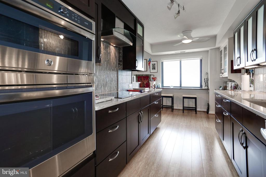Gorgeous! - 1600 N OAK ST #1419, ARLINGTON