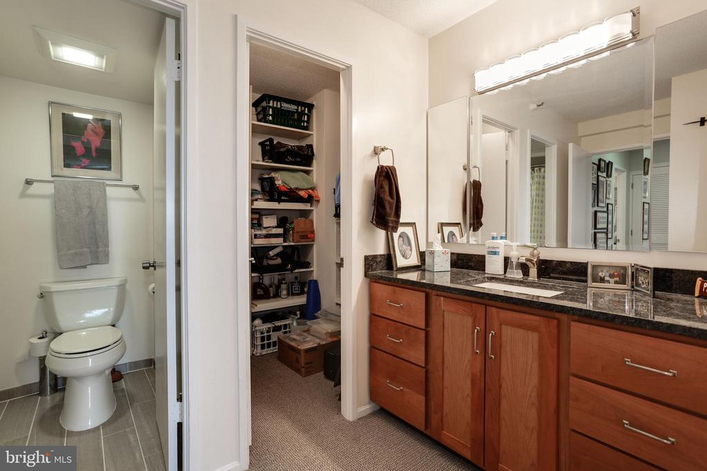 Second Master Bathroom - 1600 N OAK ST #1419, ARLINGTON
