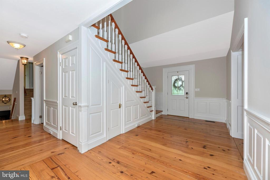 Grand Entry/Foyer with Pine Floors - 3842 MOUNT AIRY DR, MOUNT AIRY