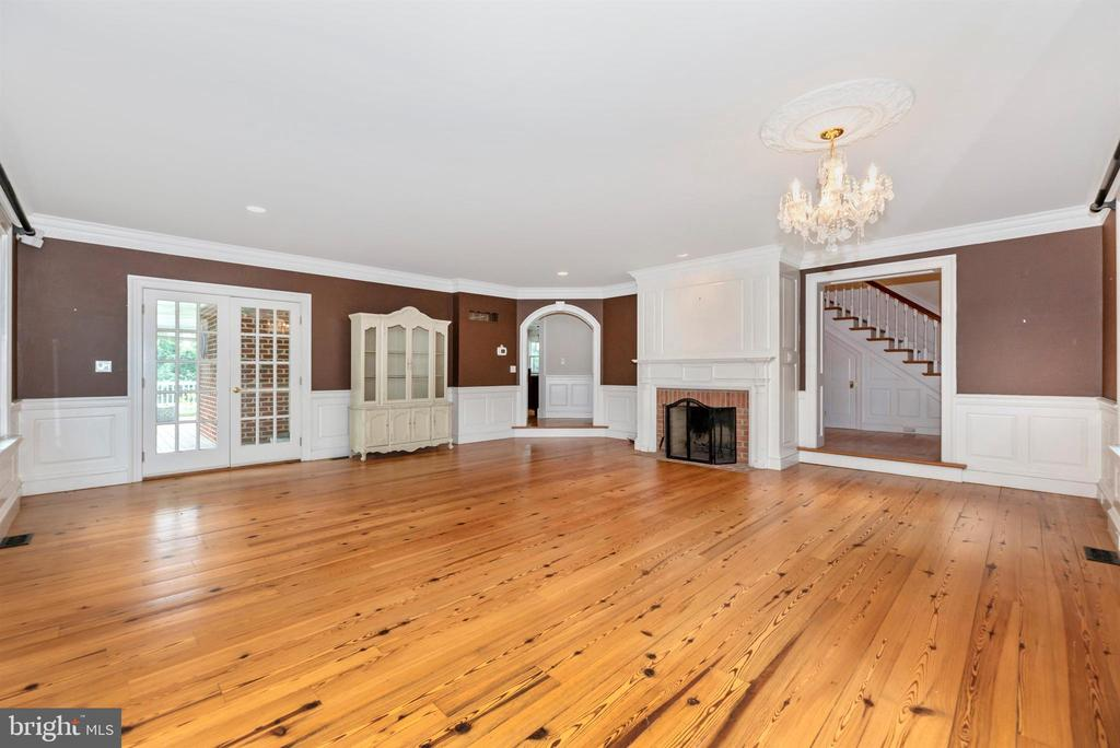Large Great Room with Fireplace off Foyer - 3842 MOUNT AIRY DR, MOUNT AIRY