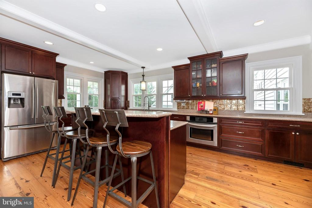 Island Kitchen has Breakfast Bar & SS Appliances - 3842 MOUNT AIRY DR, MOUNT AIRY