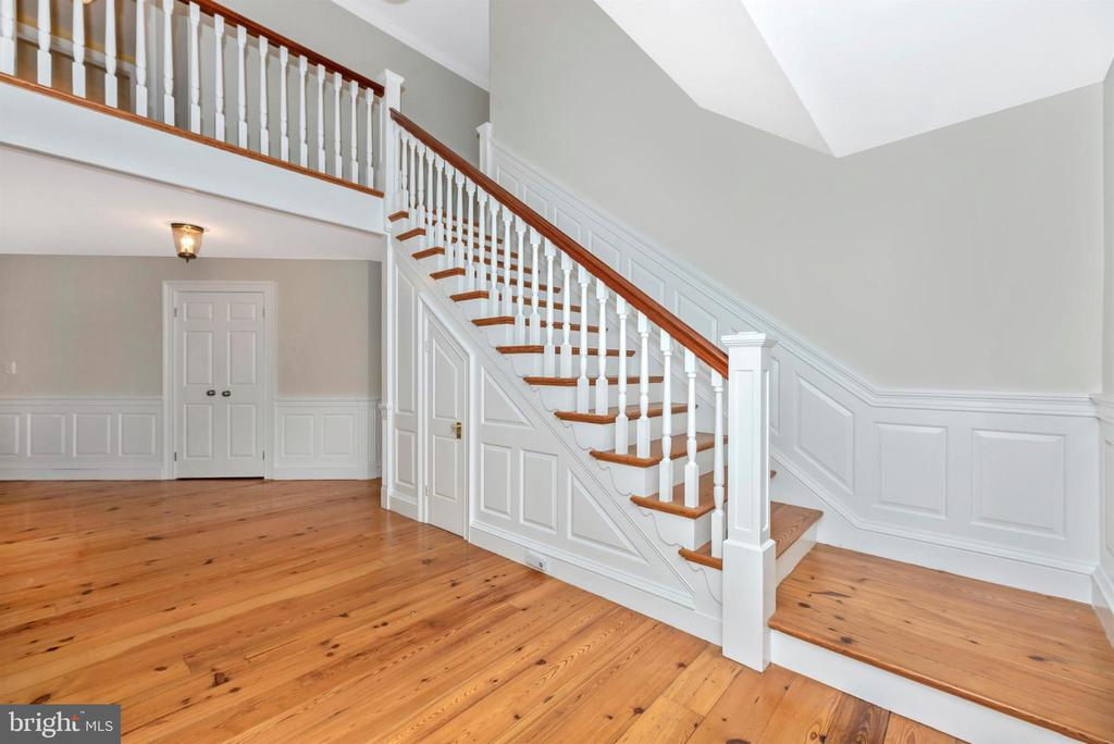 Beautiful Staircase to Upper Level - 3842 MOUNT AIRY DR, MOUNT AIRY