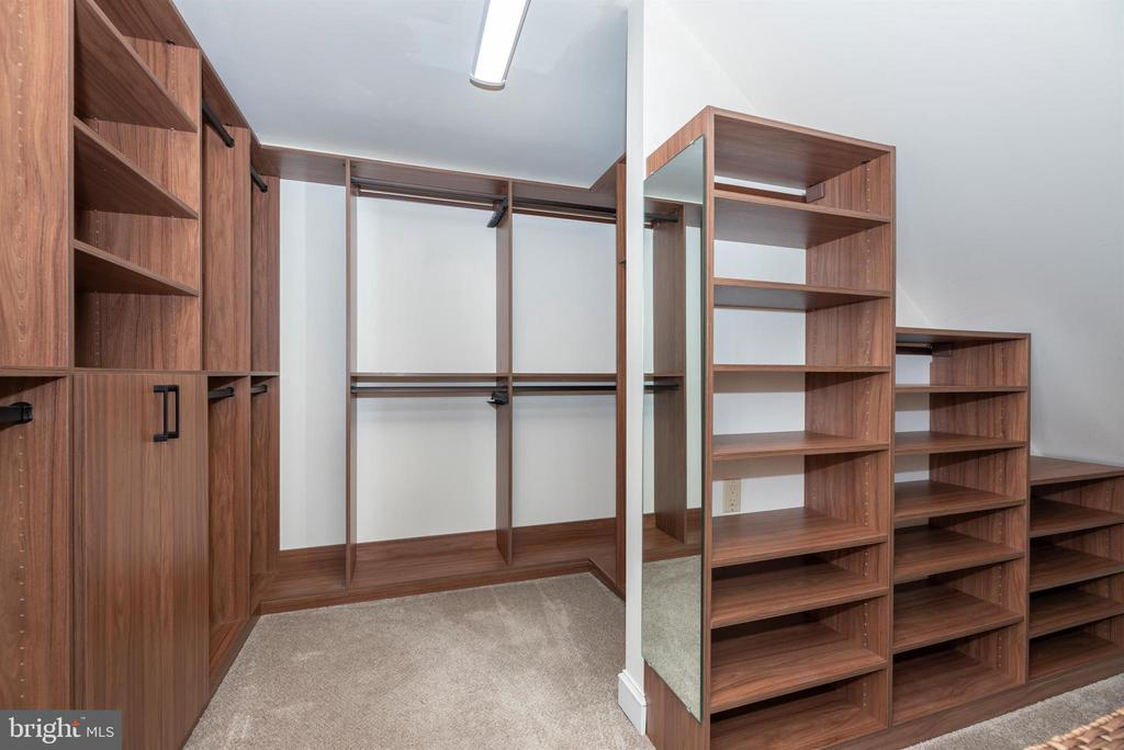 Custom Master Bedroom Walk-in Closet - 3842 MOUNT AIRY DR, MOUNT AIRY