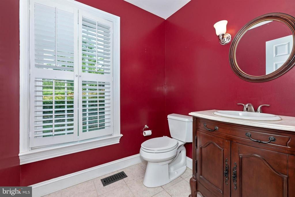 2nd Powder Room off Step Down Family Room - 3842 MOUNT AIRY DR, MOUNT AIRY