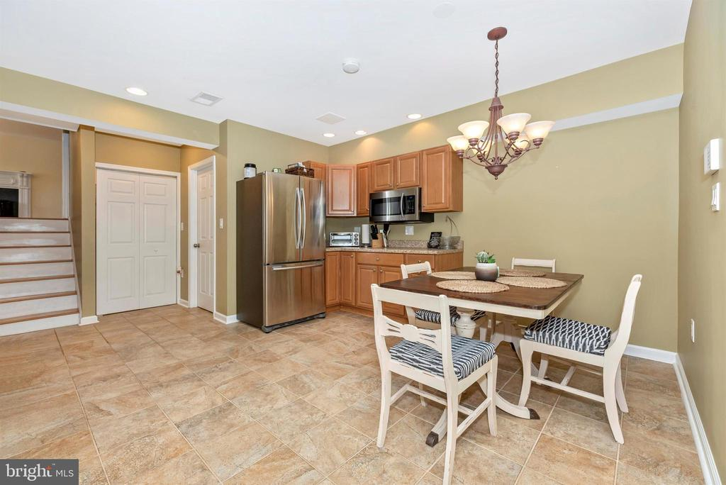 Au-Pair/In-law Suite Kitchenette & Dining Area - 3842 MOUNT AIRY DR, MOUNT AIRY