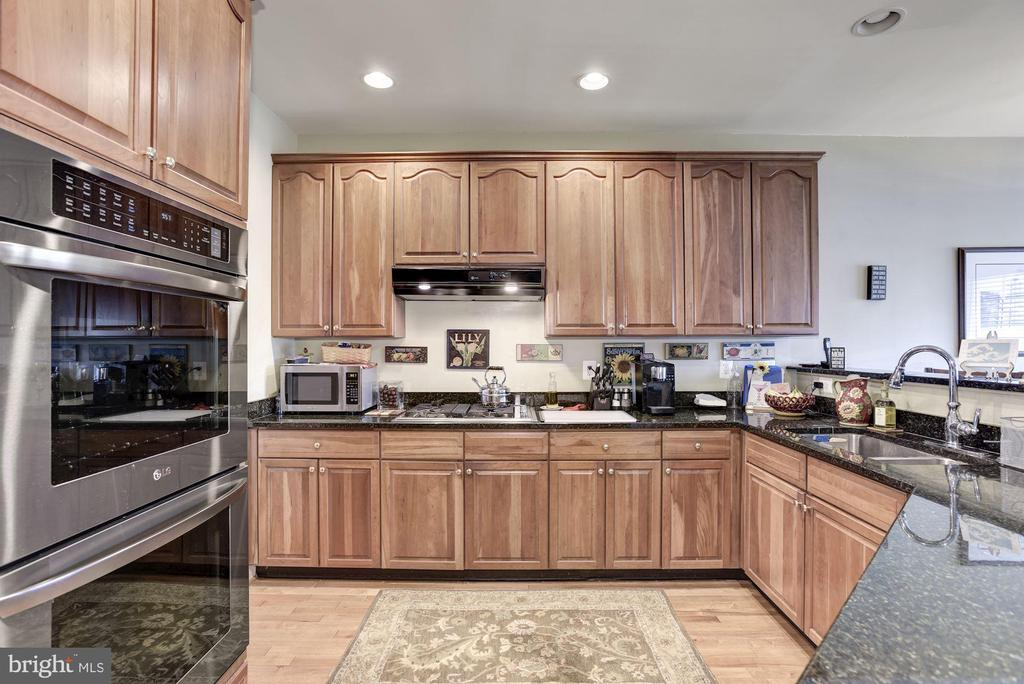 with Updated Appliances - 20077 INVERNESS SQ, ASHBURN