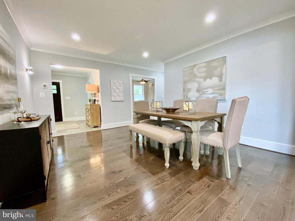 Fabulous open dining/living spaces - 705 N BARTON ST, ARLINGTON