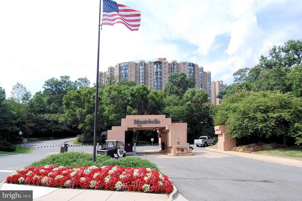 Gated community just outside the Beltway - 5904 MOUNT EAGLE DR #309, ALEXANDRIA