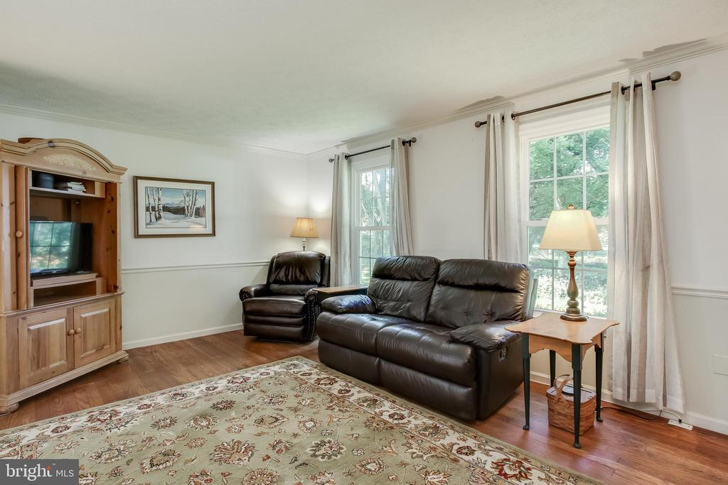 Living room looks out to front yard - 8705-B N PACIFIC CT, MIDDLETOWN