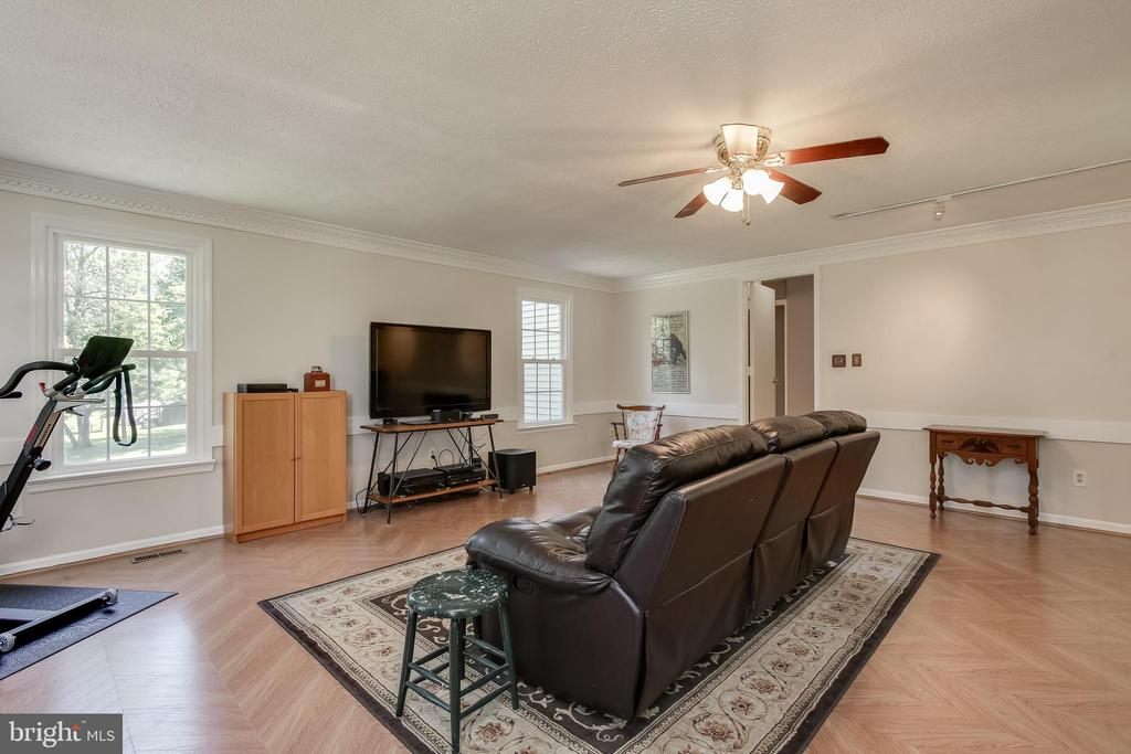 Bonus Room can be large 4th Bedroom - 8705-B N PACIFIC CT, MIDDLETOWN