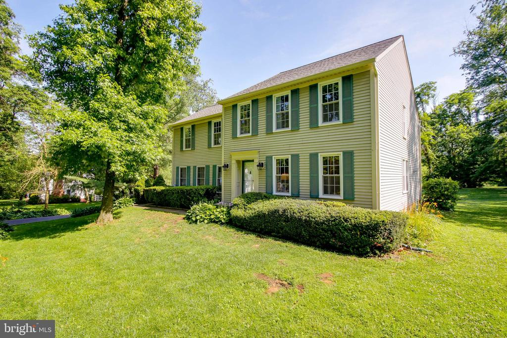 front of house. - 8705-B N PACIFIC CT, MIDDLETOWN