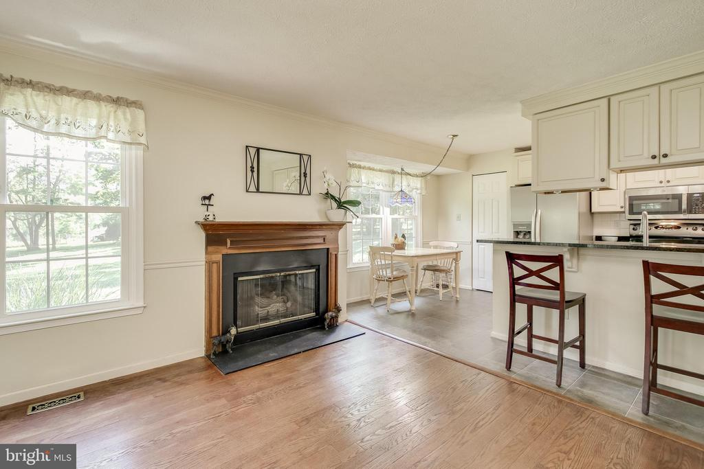 View of Den ( gas fireplace) & kitchen - 8705-B N PACIFIC CT, MIDDLETOWN