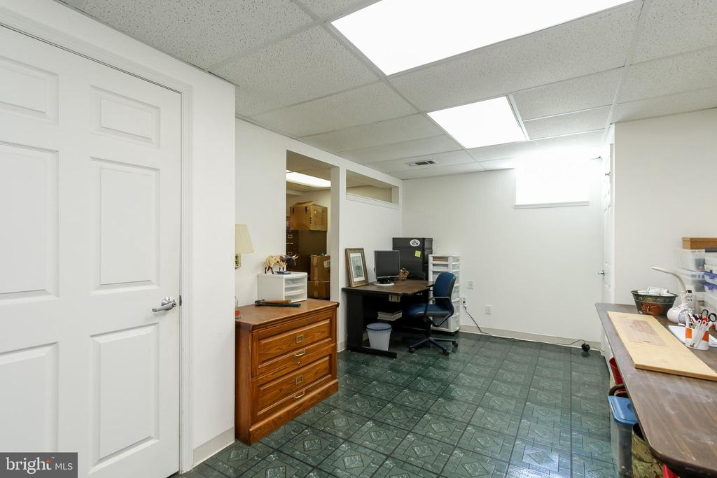 Basement rec room or hobby room - 8705-B N PACIFIC CT, MIDDLETOWN