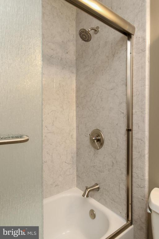 Hall bathroom - 8705-B N PACIFIC CT, MIDDLETOWN