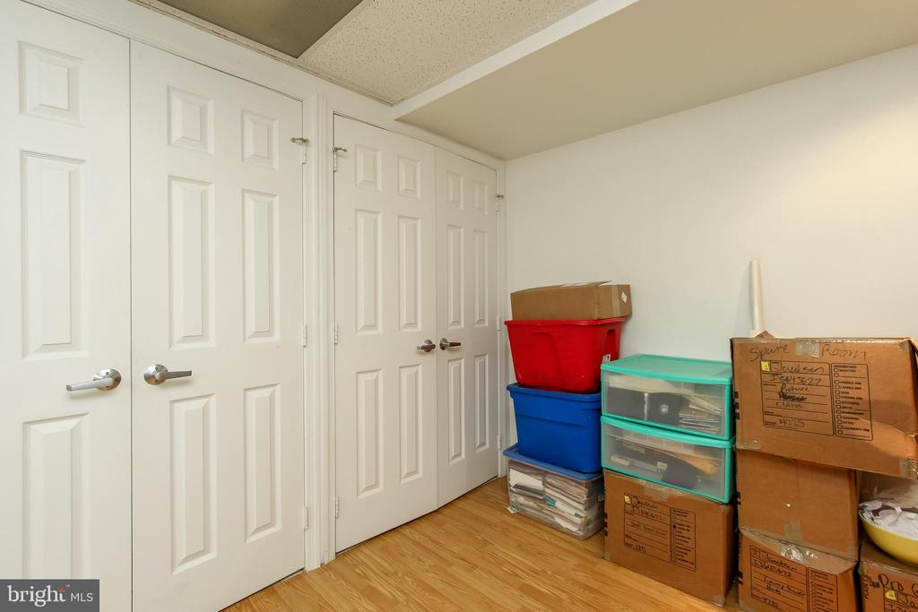 basement finished room with closet - 8705-B N PACIFIC CT, MIDDLETOWN
