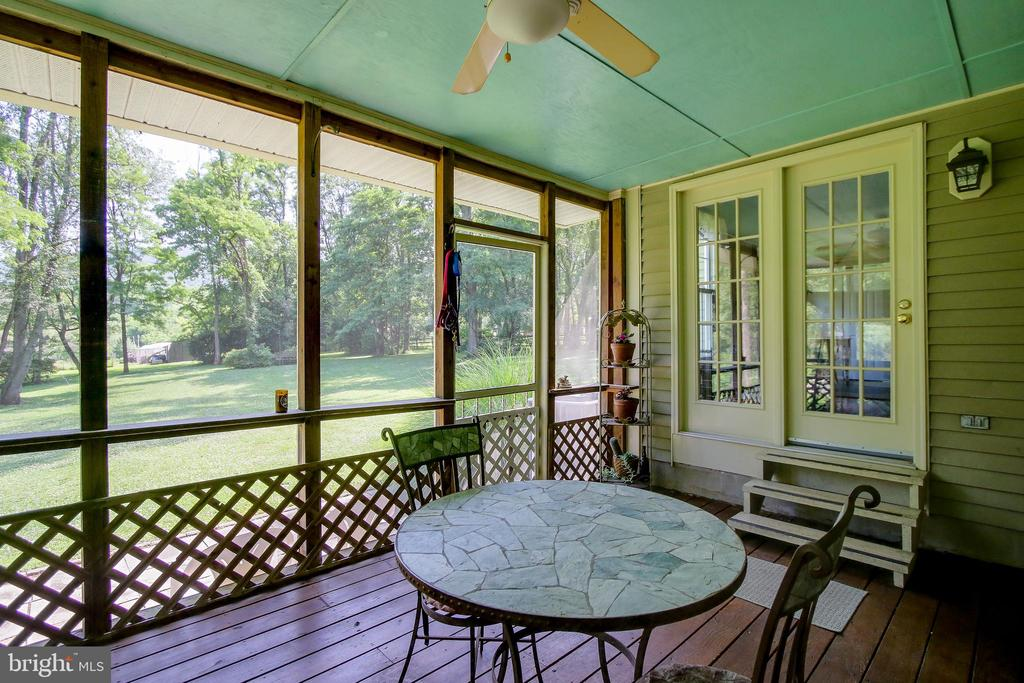 screened porch overlooking backyard - 8705-B N PACIFIC CT, MIDDLETOWN