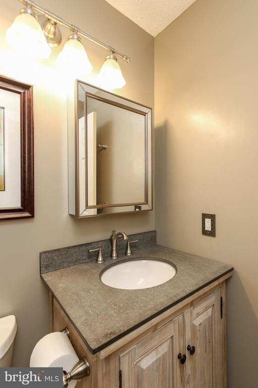 Updated, FULL,  hall bathroom - 8705-B N PACIFIC CT, MIDDLETOWN