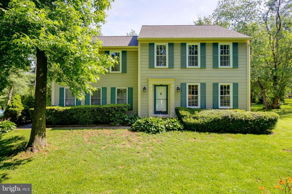 Immaculate home on 2.13 acres - 8705-B N PACIFIC CT, MIDDLETOWN