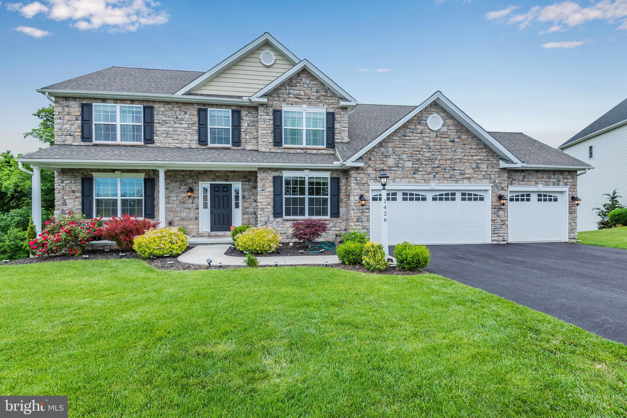 Welcome home to 1426 Summit Way!