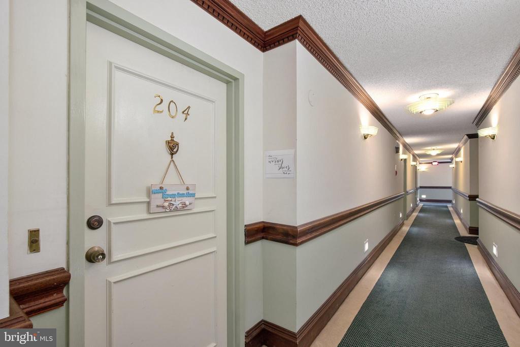 - 1515 S ARLINGTON RIDGE RD #204, ARLINGTON