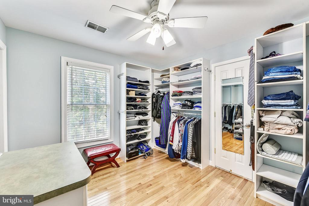 5Th bedroom converted to master closet - 43351 RITTER LN, CHANTILLY