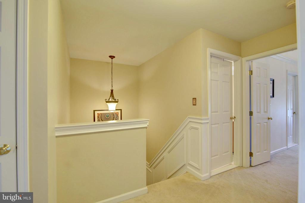 Large Hall space entry to bedrooms - 43224 BALTUSROL TER, ASHBURN