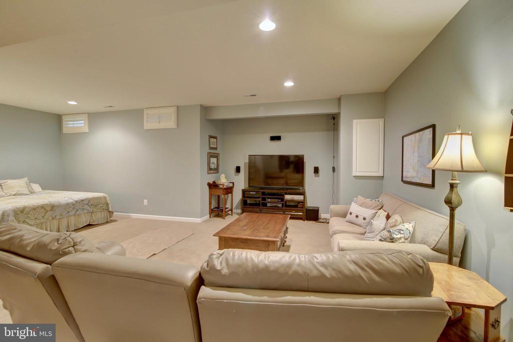 Greatroom in the finished basement - 43224 BALTUSROL TER, ASHBURN