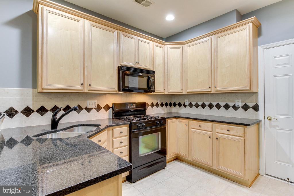 Kitchen - 7166 LITTLE THAMES DR #181, GAINESVILLE