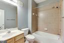 Upstairs Hallway Bathroom - 7166 LITTLE THAMES DR #181, GAINESVILLE