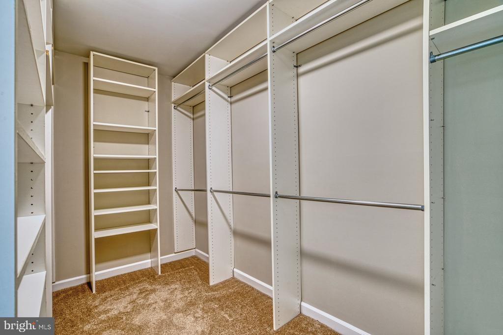 So much closet space! - 6676 STONEBROOK DR, CLIFTON