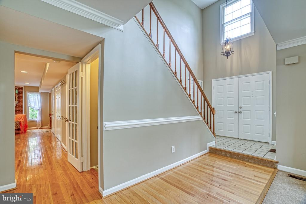 Pretty floors and updated paint - 6676 STONEBROOK DR, CLIFTON