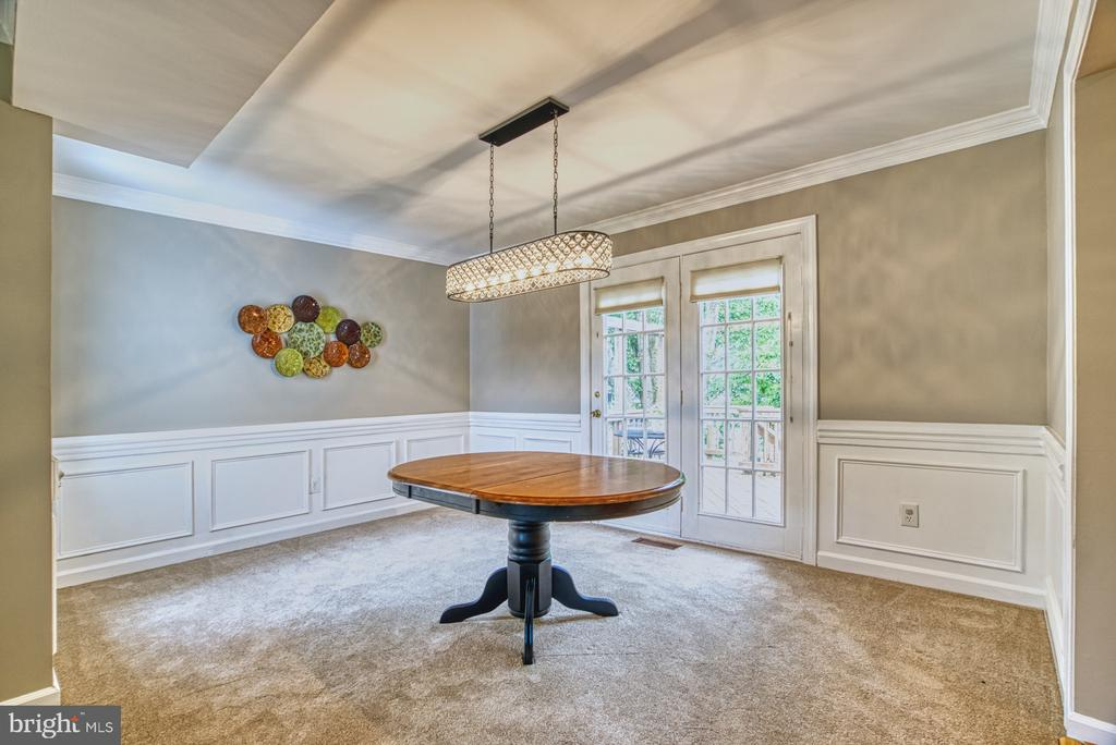 This formal dining space will accommodate everyone - 6676 STONEBROOK DR, CLIFTON