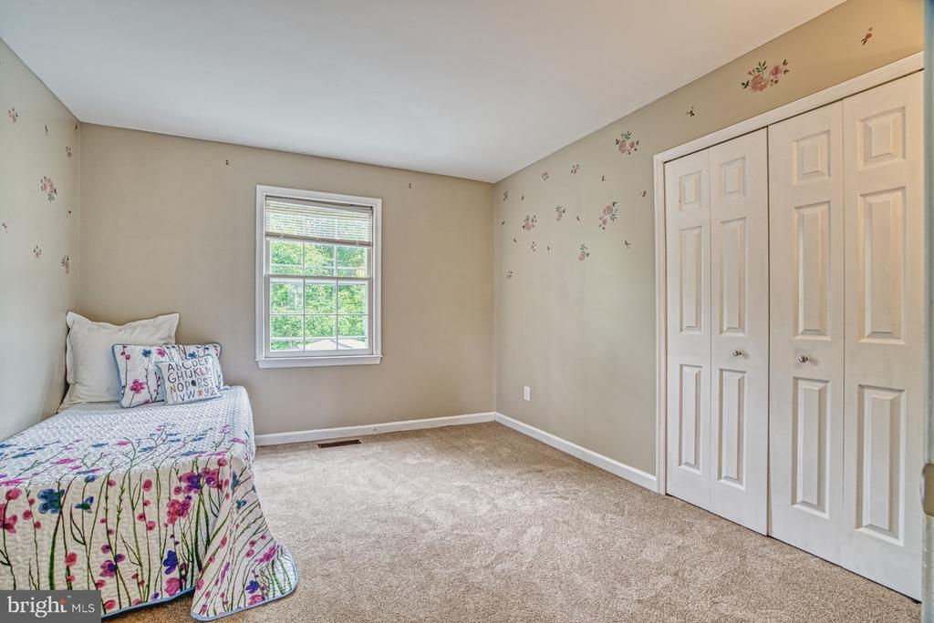Who gets the bedroom with so much floor space! - 6676 STONEBROOK DR, CLIFTON