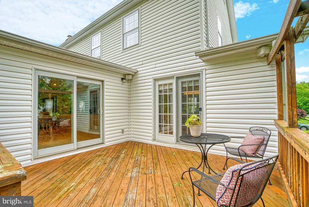 This deck has access to formal & kit. dining areas - 6676 STONEBROOK DR, CLIFTON