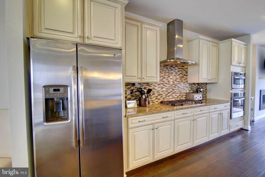 Custom 42 inch Designer Cabinets - 43388 WHITEHEAD TER, ASHBURN