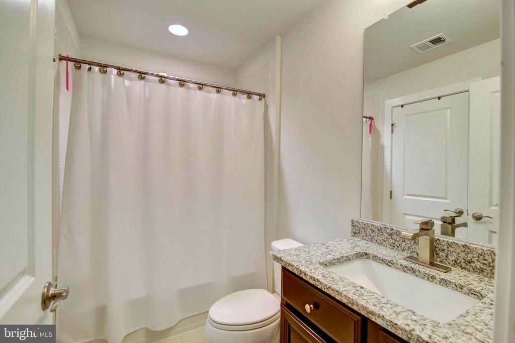 4th floor full bath - 43388 WHITEHEAD TER, ASHBURN