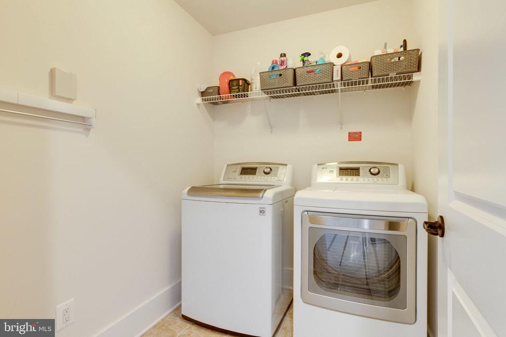 Upper Level Laundry - 17016 TAKEAWAY LN, DUMFRIES
