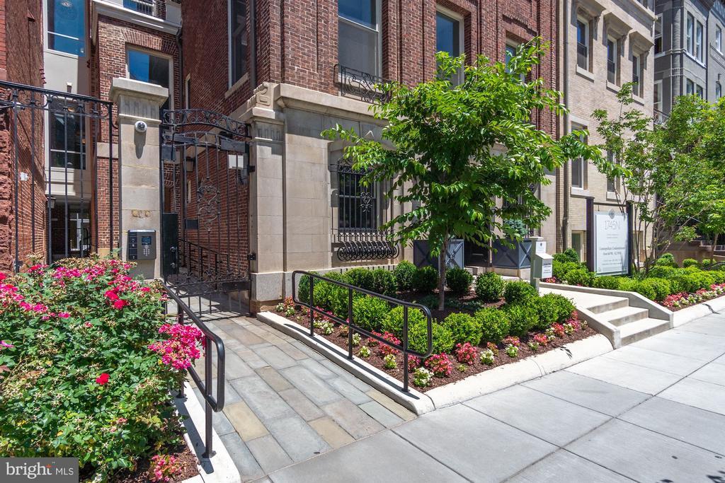 Gated community, lush grounds. - 1745 N ST NW #211, WASHINGTON