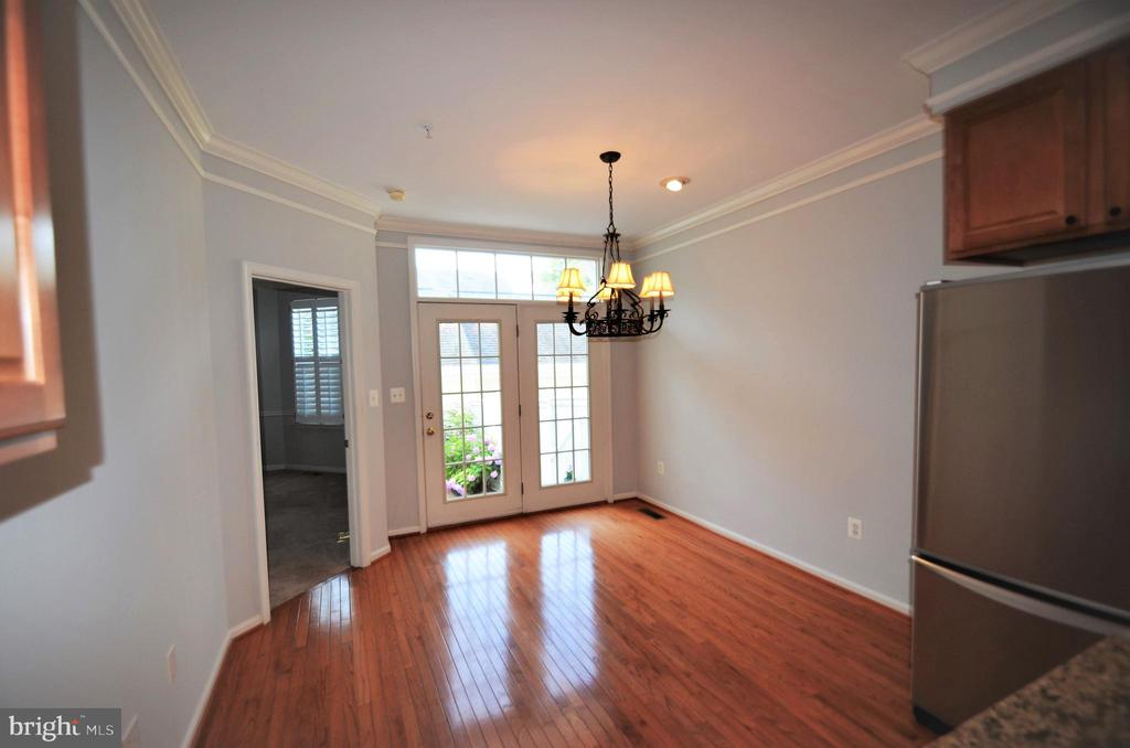 Light and bright breakfast area - 506 LAWSON WAY, ROCKVILLE