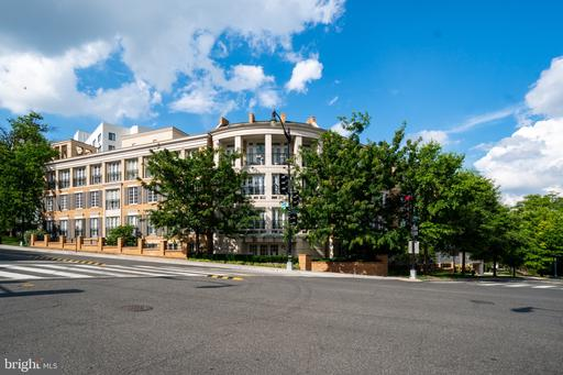 2501 WISCONSIN AVE NW #102