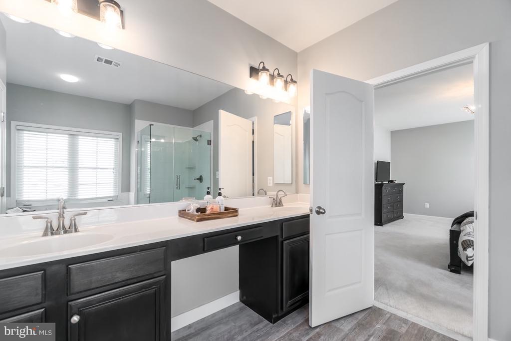Dual Sink Vanity - 43309 ATHERTON ST, ASHBURN