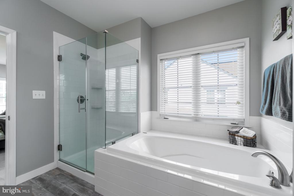 Updated Master Bath - 43309 ATHERTON ST, ASHBURN