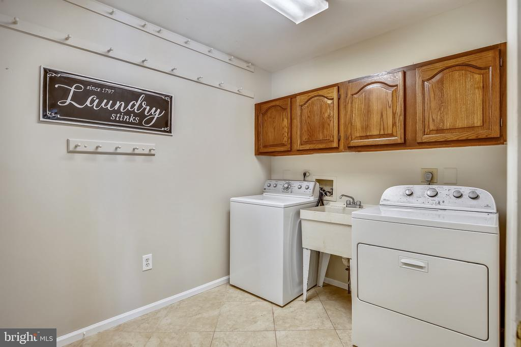 Main Level Laundry Room. - 2877 FRANKLIN OAKS DR, HERNDON