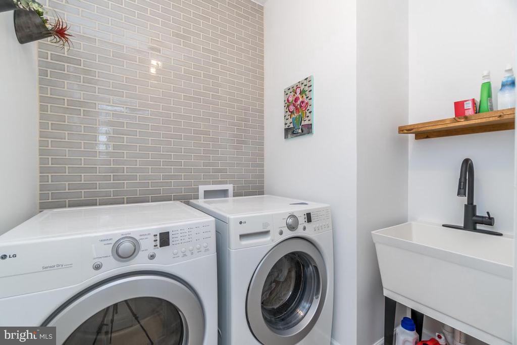 Updated Laundry Room with Sink - 43309 ATHERTON ST, ASHBURN