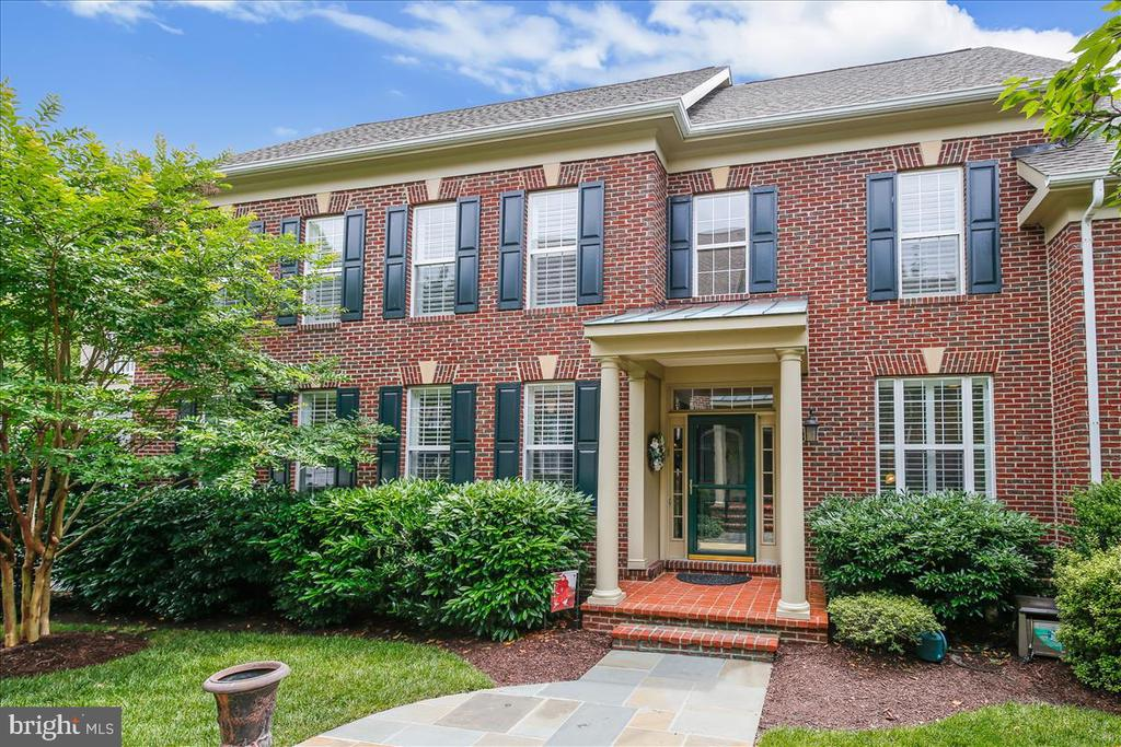 Gorgeous end unit patio home - 43416 WESTCHESTER SQ, LEESBURG